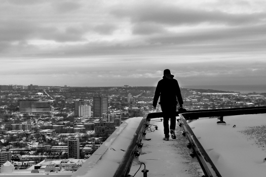 Rooftopping-walking-on-the-edge-of-building
